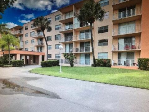 480 Executive Center Dr, Apt 4XX, West Palm Beach, FL 33401, USA