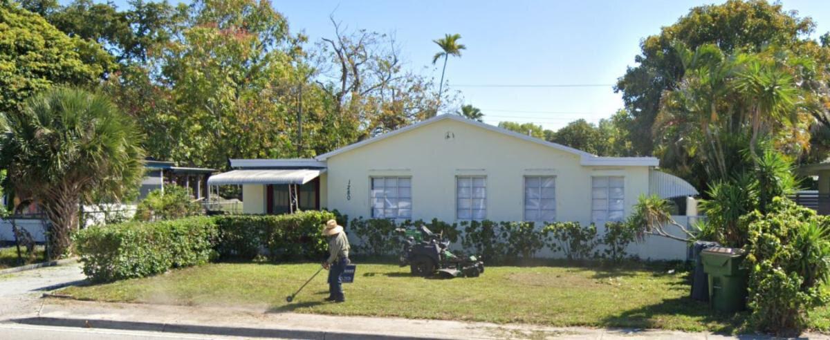 1280 NE 135th St North Miami, FL 33161, USA