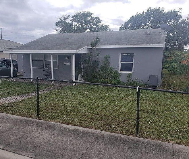 1417 W 32nd St Riviera Beach, FL 33404, USA