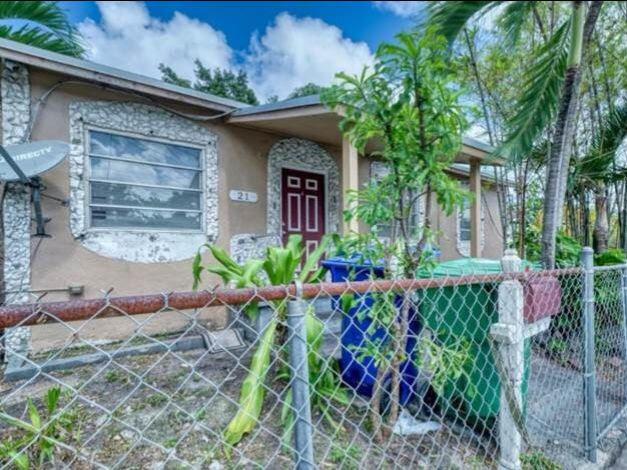 21 NW 60th St Miami, FL 33127, USA