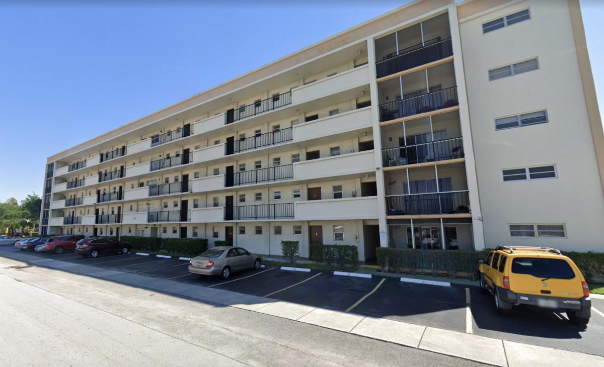 220 SW 9th Ave Hallandale Beach, FL 33009, USA