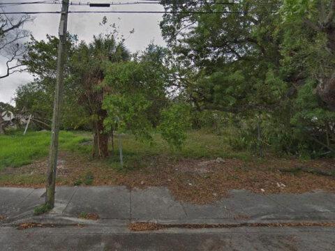 2290 NW 52nd St Miami, FL 33142 USA