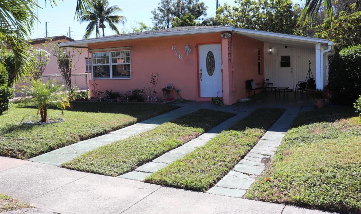626 Hunter St West Palm Beach, FL 33405, USA