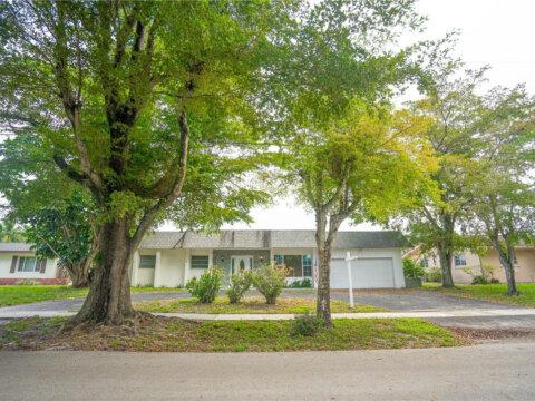 1260 NW 74th Ave Plantation, FL 33313