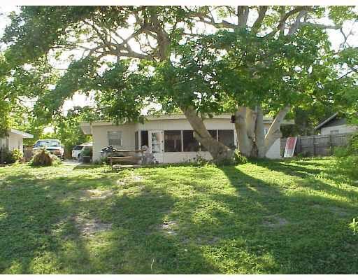 910 Camp St Tavares, FL 32778, USA