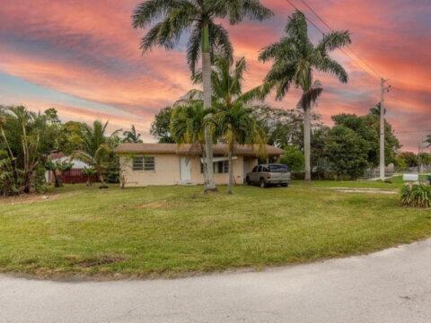522 SW 7th Ave Florida City, FL 33034, USA
