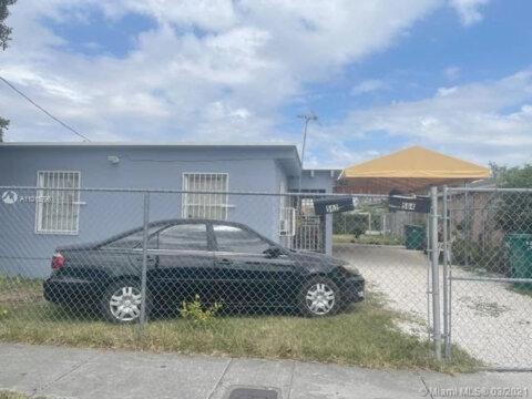 562 NW 13th St Florida City, FL 33034, USA