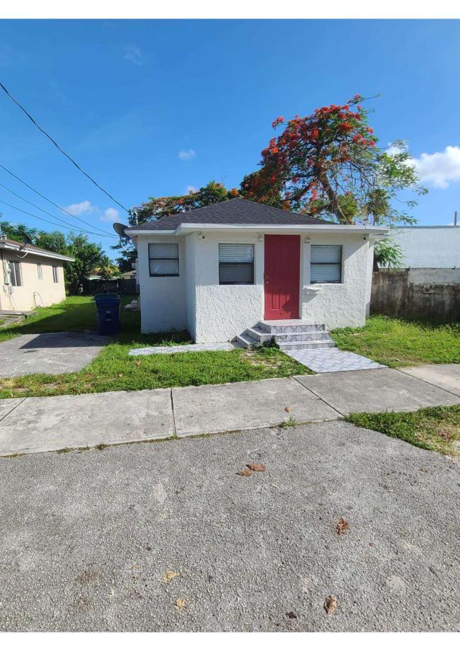 2176 NW 51st St Miami, FL 33142, USA
