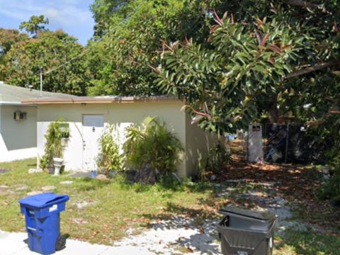 345 NE 168th St North Miami Beach, FL 33162, USA