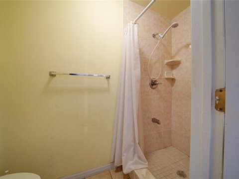 2821 NE 10th Ave Pompano Beach, FL 33064