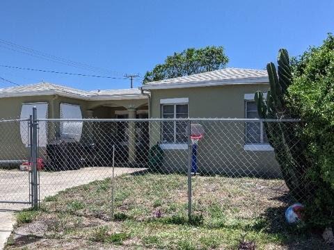 609 W 9th St Riviera Beach, FL 33404