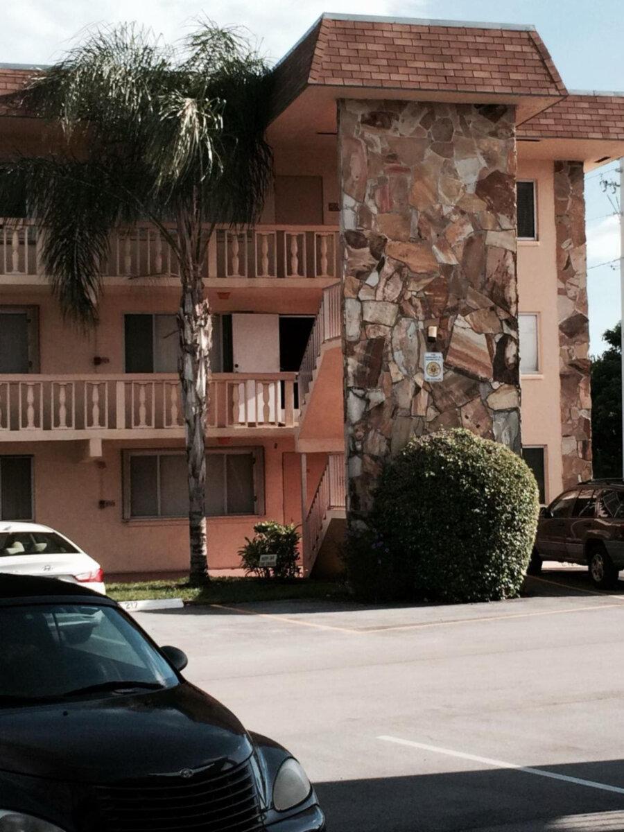 700 Village Green Ct APT 104 Palm Springs, FL 33461