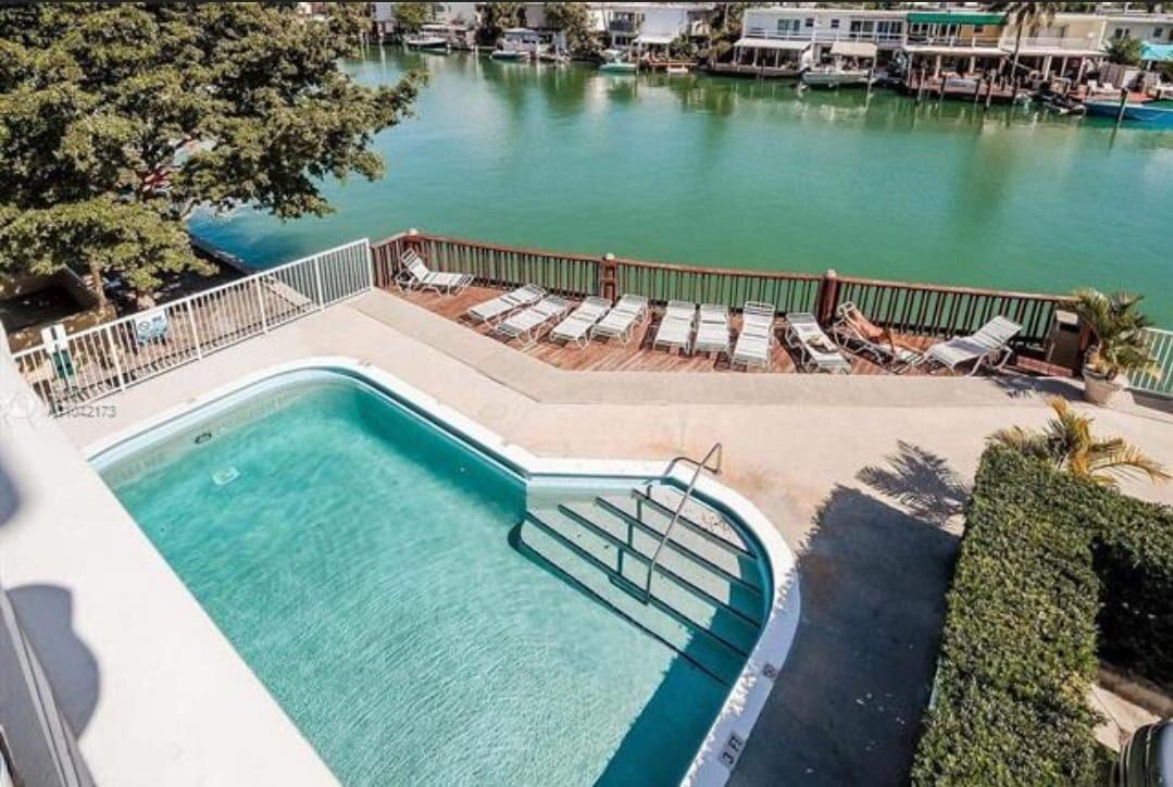 7133 Bay Dr Miami Beach, FL 33141