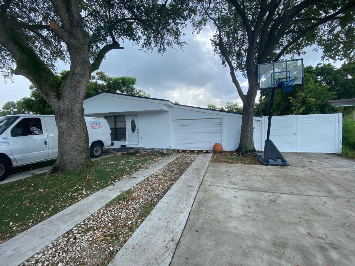 18630 NW 11th Rd, Miami, FL 33169, USA