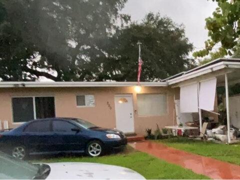 220 NE 165th St Miami,FL 33162