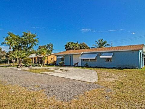 8406 SE Haslom St, Hobe Sound, FL 33455