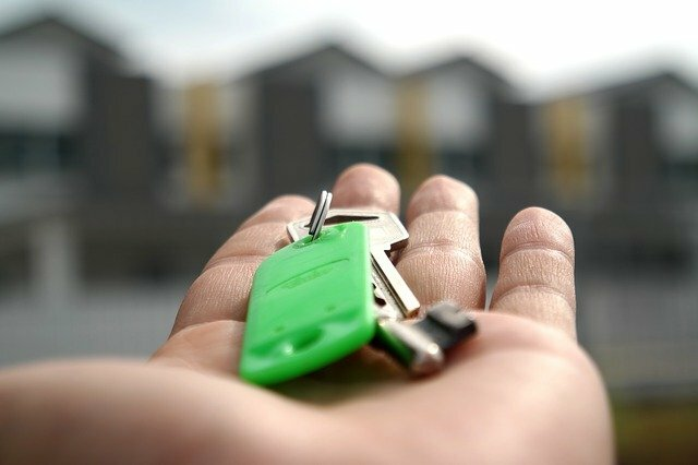 A person handing over the keys to the house.