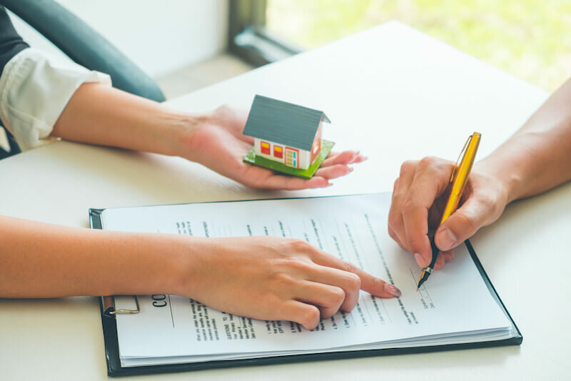 Seller Signing Needed Documents After Selling House On His Own