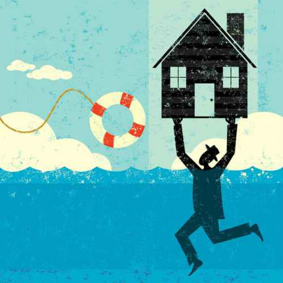 This image has an empty alt attribute; its file name is Homeowner_underwater_retrostar_Fotolia.jpg