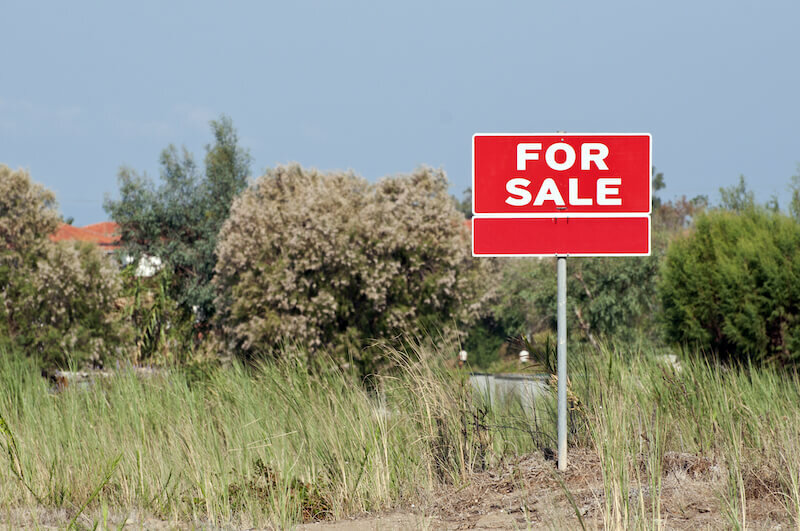 For sale sign - selling land by owner in Florida