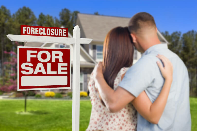 a couple selling their house under foreclosure