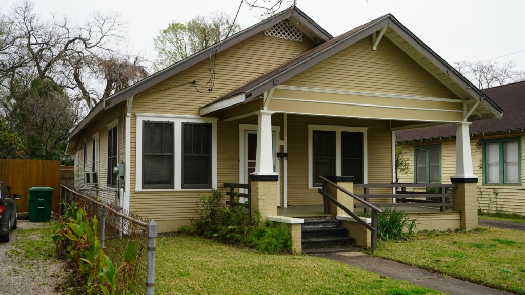 sell my house fast houston picture