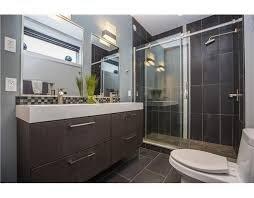 Master Bathroom (2nd Floor)
