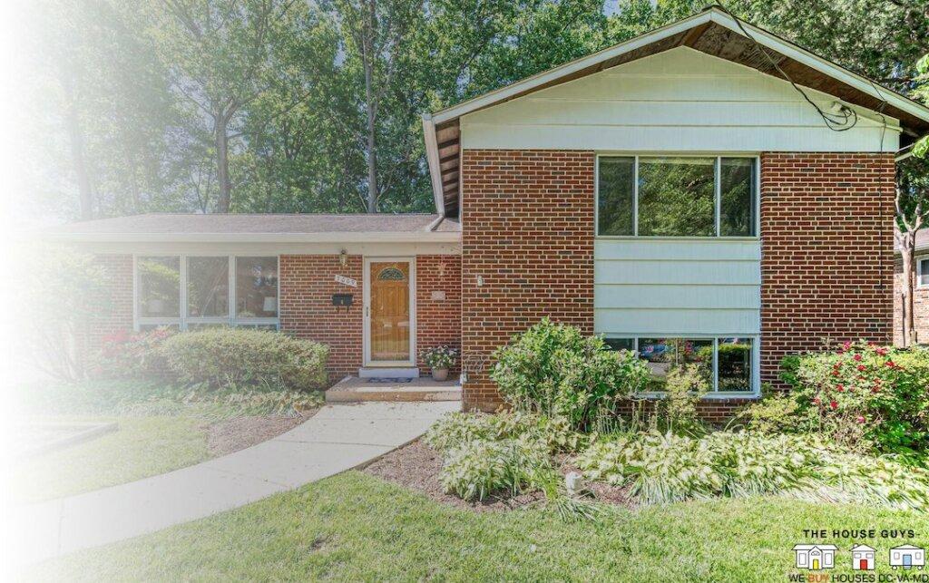we buy houses for cash in Falls Church Virginia