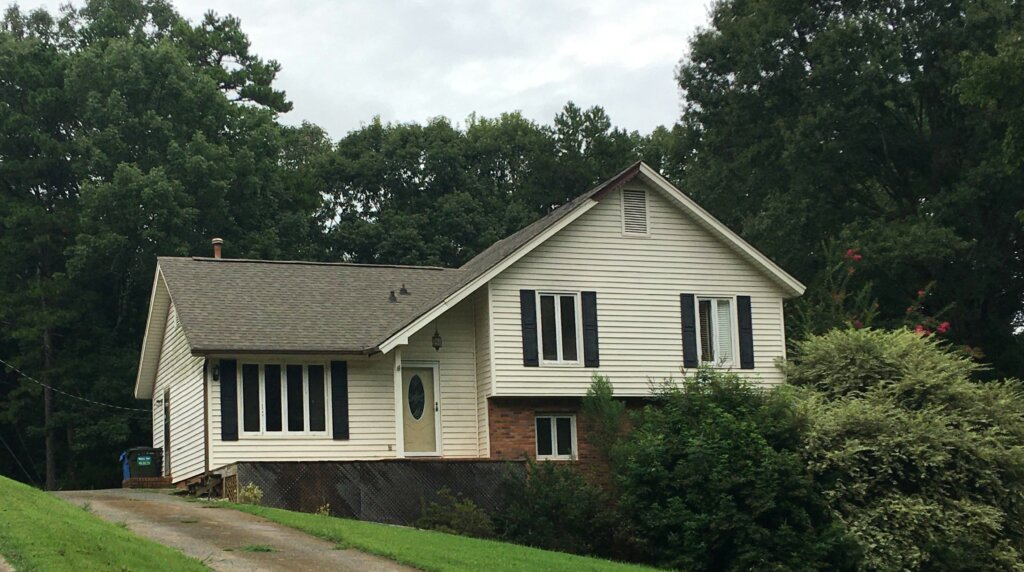 House in Mint Hill NC that needs to be repaired