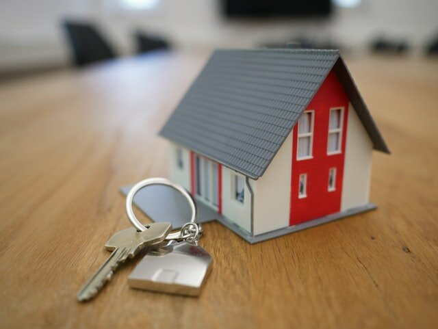 keychain shaped like a house