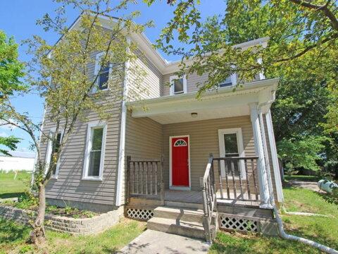 Farm-house-style-in-waynesville-ohio