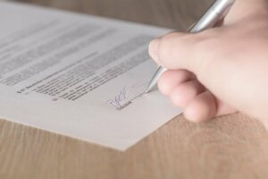 Terminate lease contract of tenant to sell house in Tucson