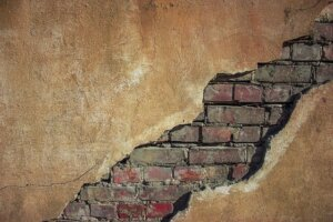 Structural issues are signs you need to sell your house fast