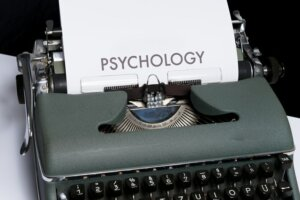Using psychology in selling a house in Tucson AZ
