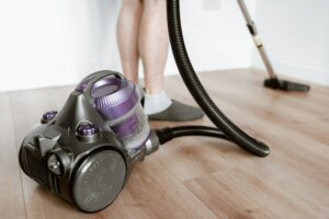 Deep cleaning and repairs to sell house fast