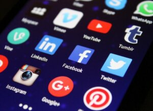 Using online social media platform to advertise your house for sale
