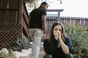 Keep your emotions in check when selling house during divorce