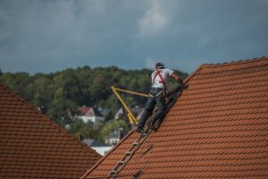 avoid expensive roof repairs by selling your house directly