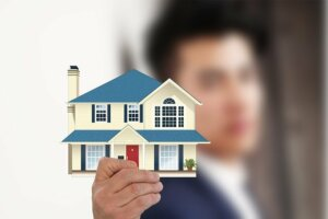 Offering an incentive to tenants when selling a rental house in Tucson