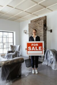 Selling your house through a real estate agent in Tucson