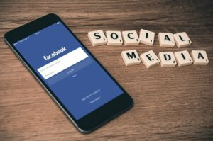 Advantage of social media and internet to real estate marketing