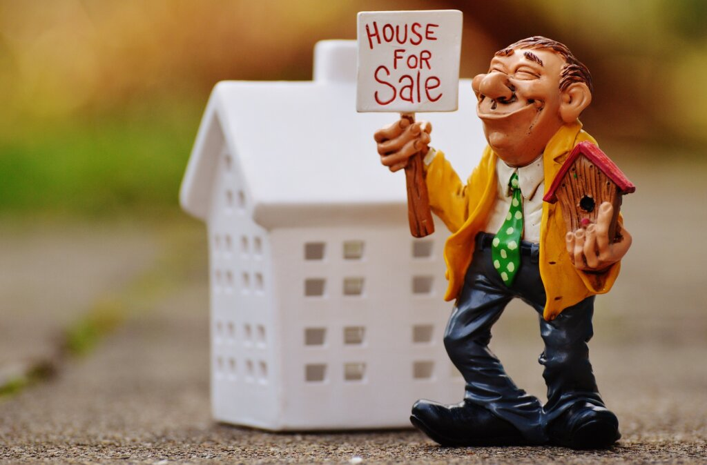 Sell my house with a real estate agent in Fridley MN