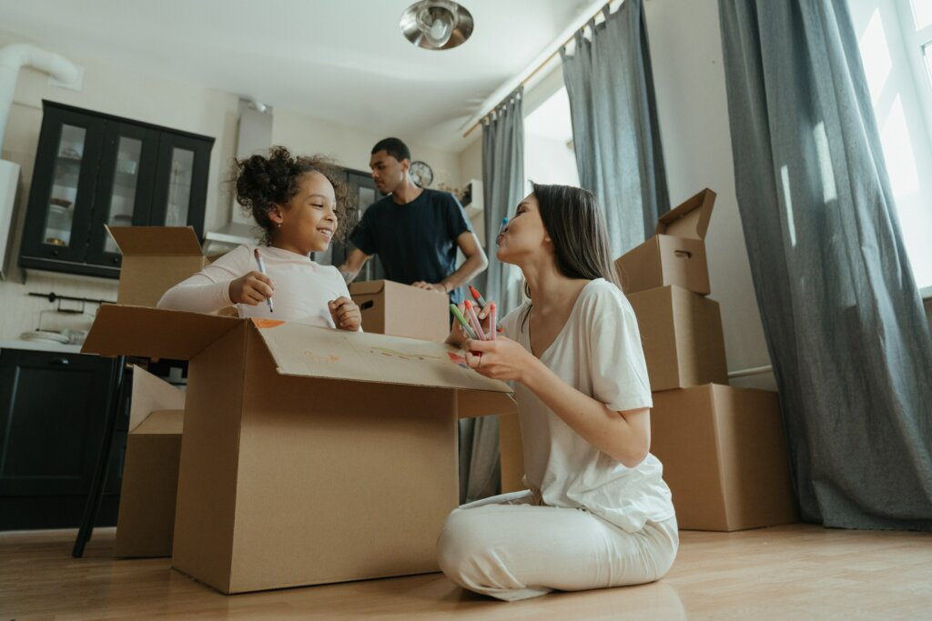 Ways to label Boxes and Moving when buying and selling houses image