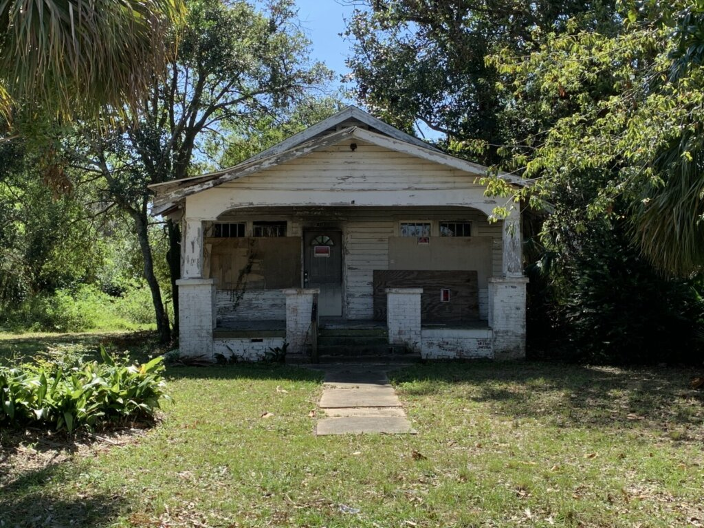 We buy houses in Pensacola in any condition