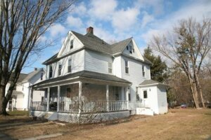 Tom Buys Houses in South Hadley MA 978-248-9898