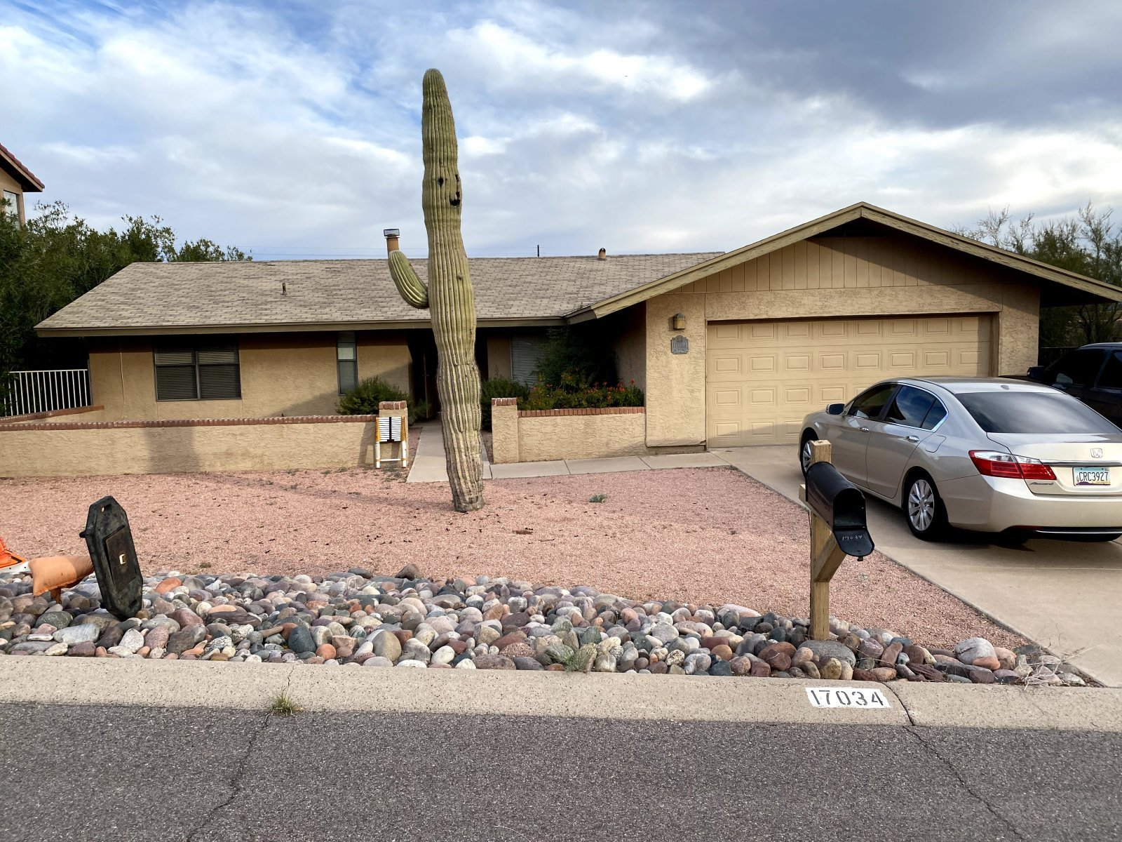 Clean RED HOT SFR in Fountain Hills!