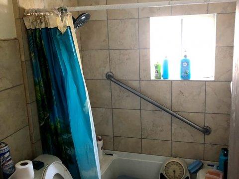 Alice - Handicap Bathroom