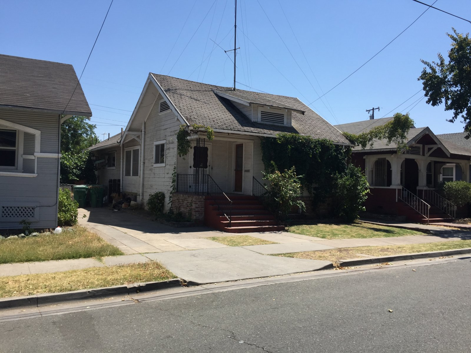 House for Sale 430 E Monterey Ave Stockton