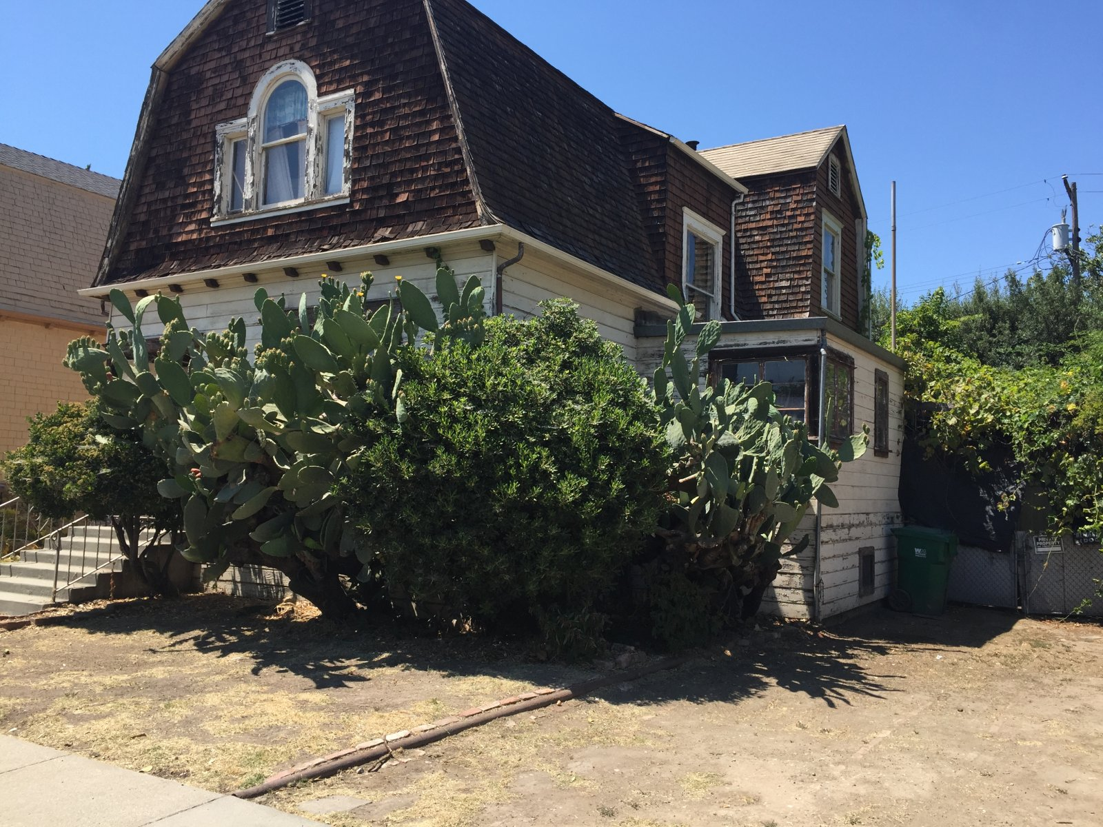 Home for sale 439 E Monterey Ave Stockton