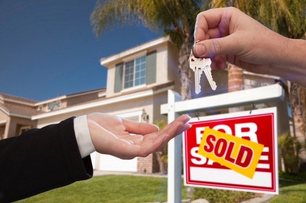 The 3 Tips Real Estate Agents Wouldn't Like You To Know- Guaranteed To Allow You To Sell Your Home Easily!-sold sign